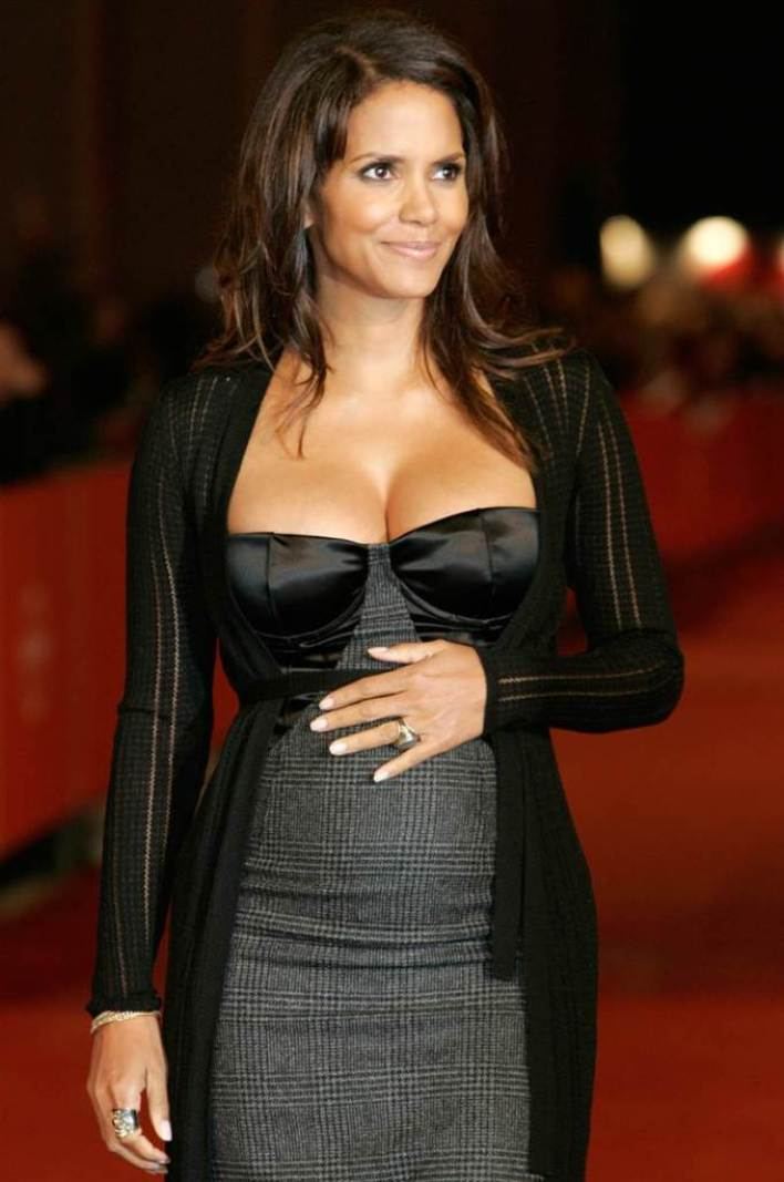 59+ Charming Photos of Halle Berry 16
