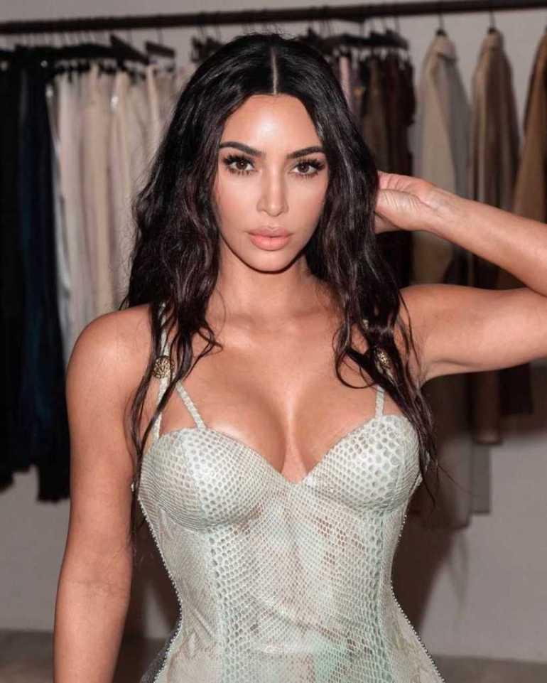 45+ Glamorous Photos of Kim Kardashian 111