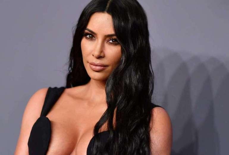 45+ Glamorous Photos of Kim Kardashian 28
