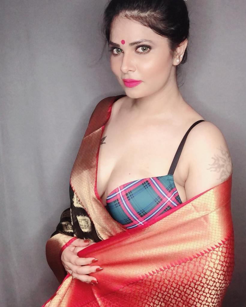 Aabha Paul Wiki, Biography and 57+ Glamorous Photos 20