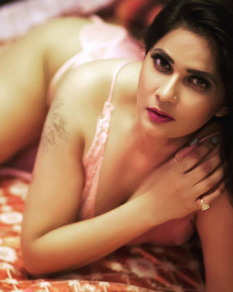 Aabha Paul Wiki, Biography and 57+ Glamorous Photos 34