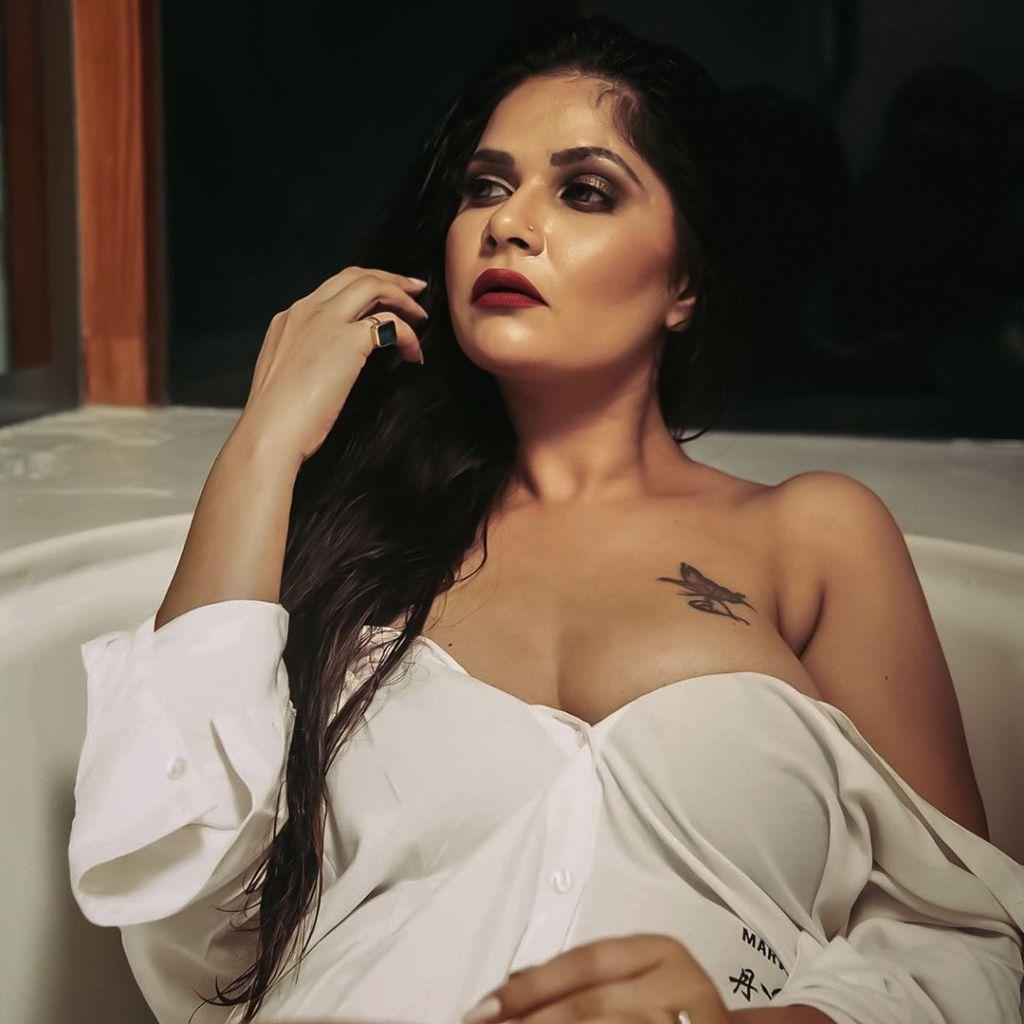 Aabha Paul Wiki, Biography and 57+ Glamorous Photos 9