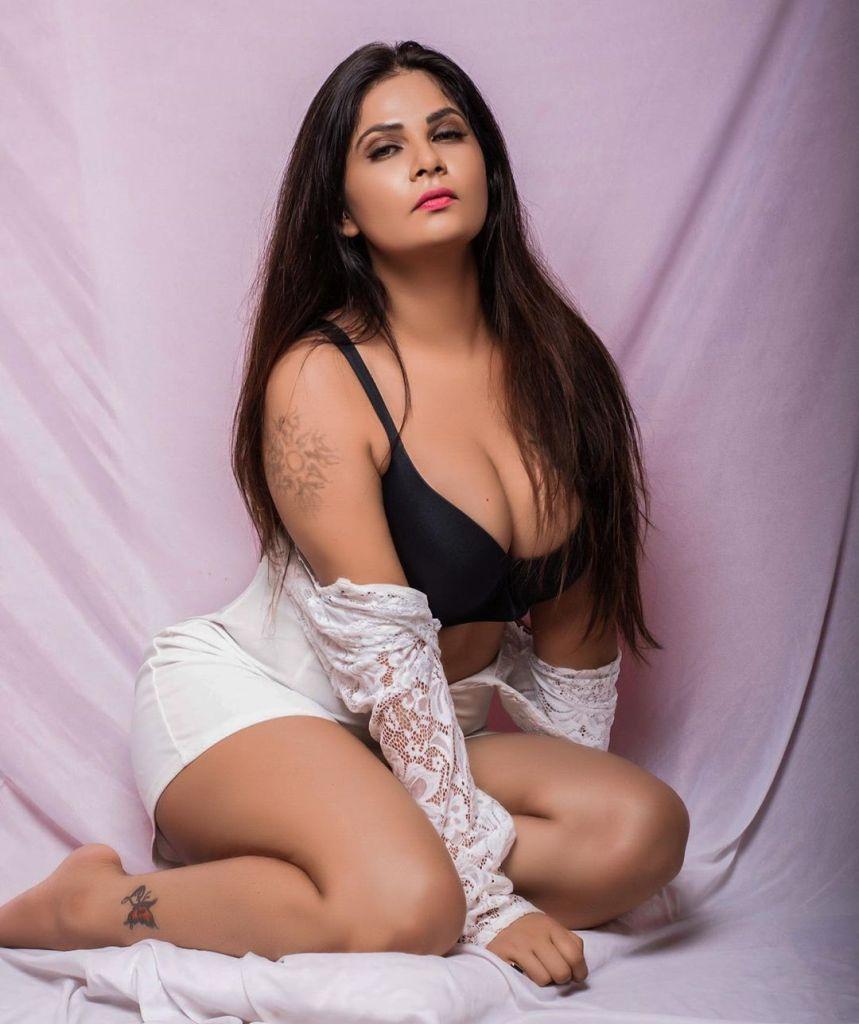 Aabha Paul Wiki, Biography and 57+ Glamorous Photos 14