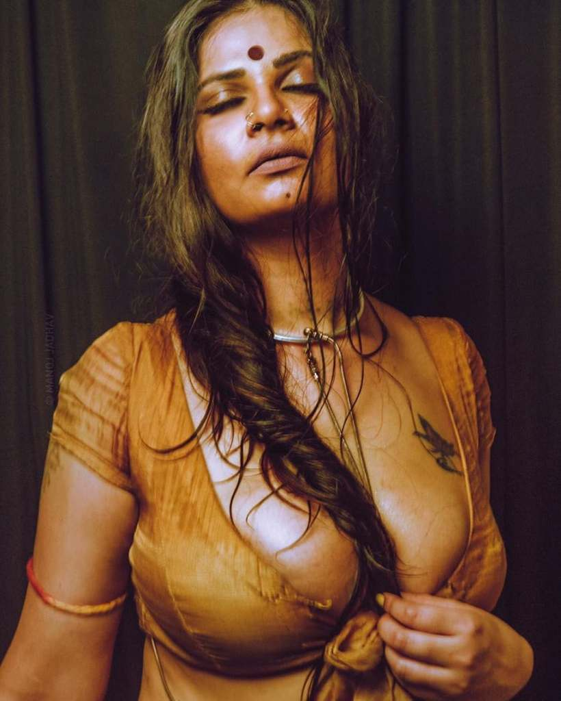 Aabha Paul Wiki, Biography and 57+ Glamorous Photos 15