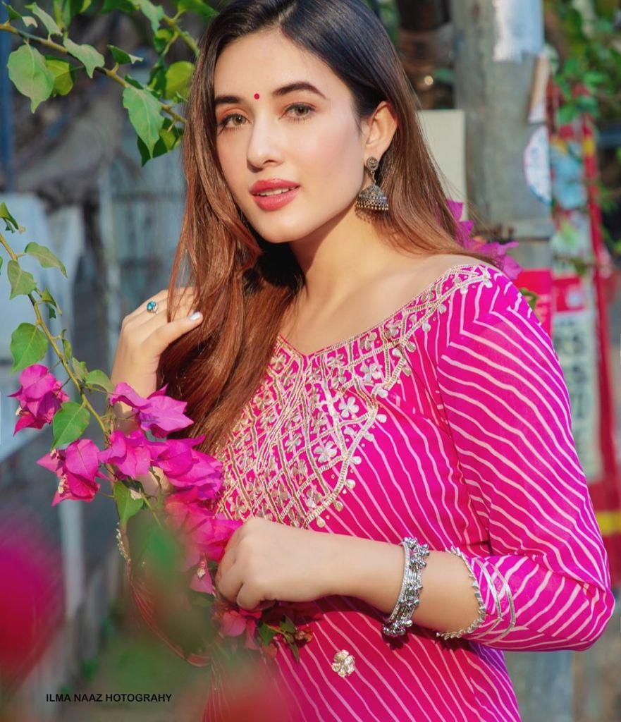 42+ Glamorous Photos of Aditi Budhathoki 19