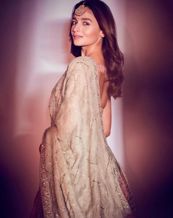 39+ Glamorous Photos of Alia Bhatt 16