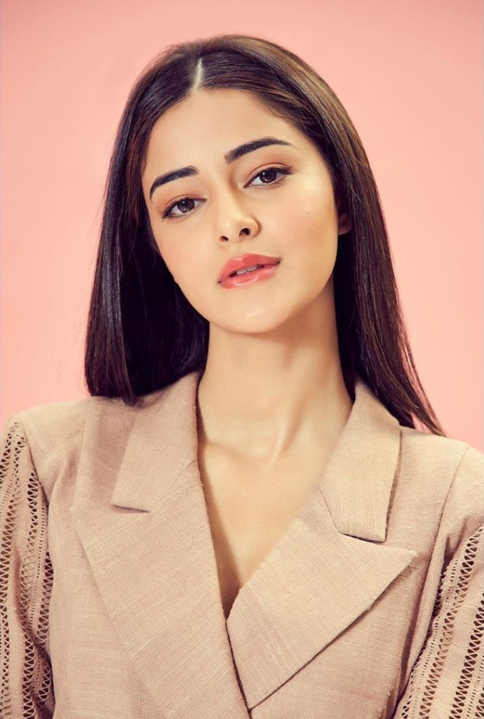 51+ Glamorous Photos of Ananya Panday 9