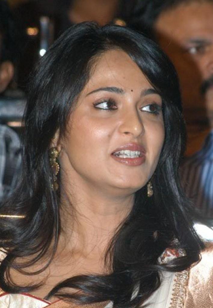 Anushka Shetty Wiki, Biography, Movies, and 126+ Stunning Photos 27