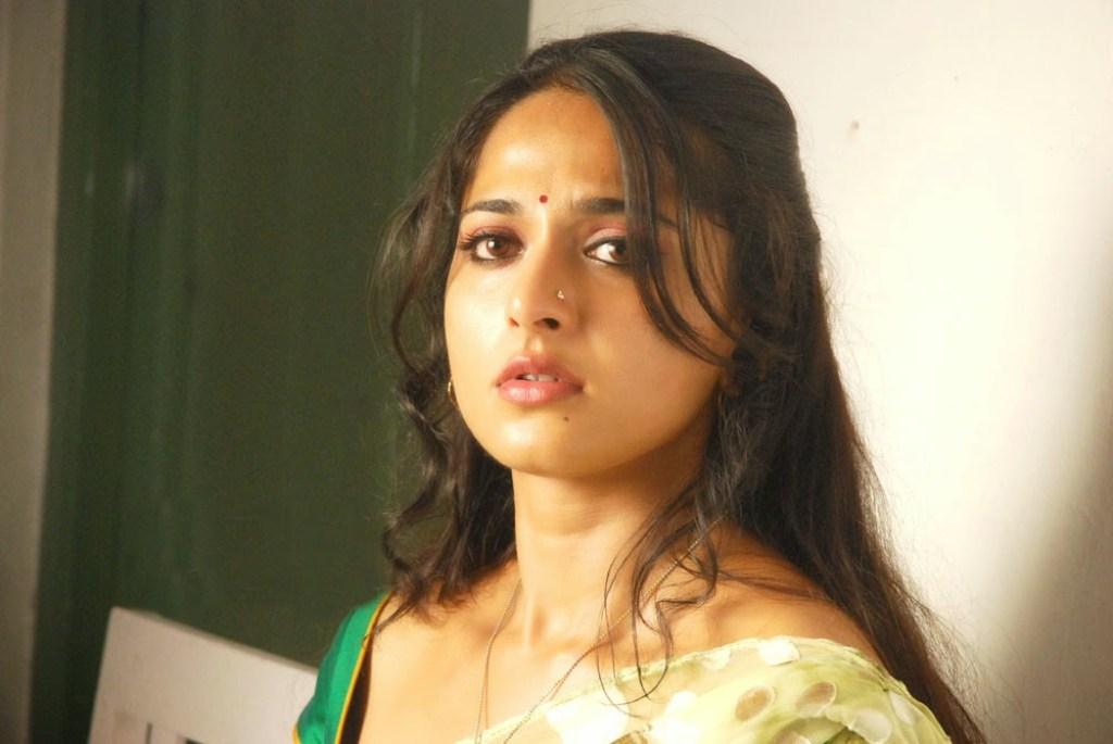 126+ Stunning HD Photos of Anushka Shetty 11