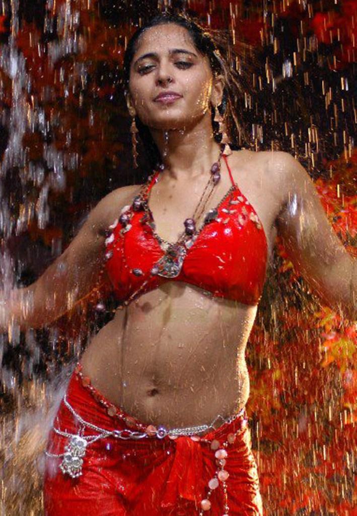 Anushka Shetty Wiki, Biography, Movies, and 126+ Stunning Photos 188
