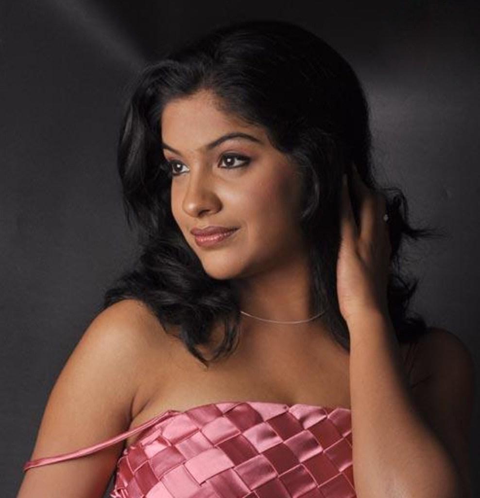 Beautiful Photos of Archana Kavi 14