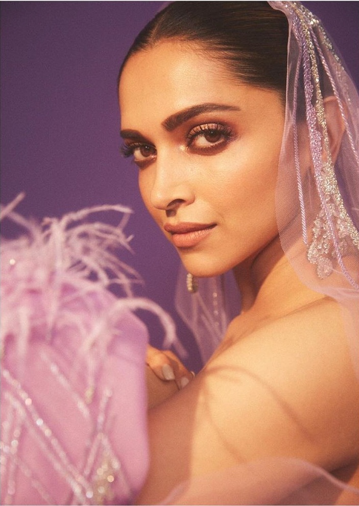 65+ Glamorous Photos of Deepika Padukone 16