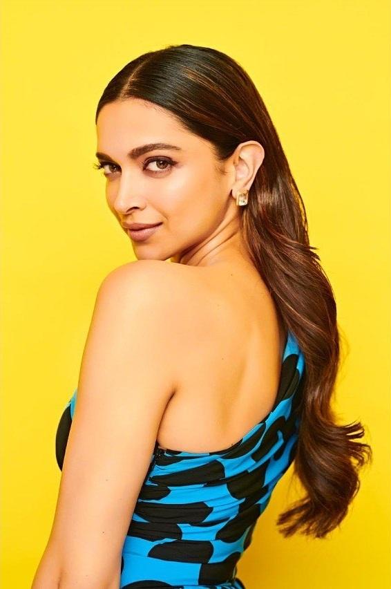 65+ Glamorous Photos of Deepika Padukone 20
