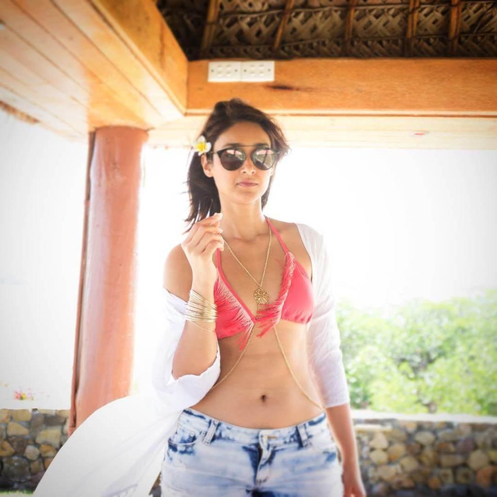 41+ Glamorous Photos of Ileana D' Cruz 42