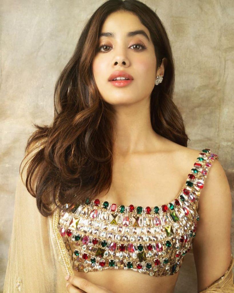 45+ Stunning Photos of Janhvi Kapoor 21