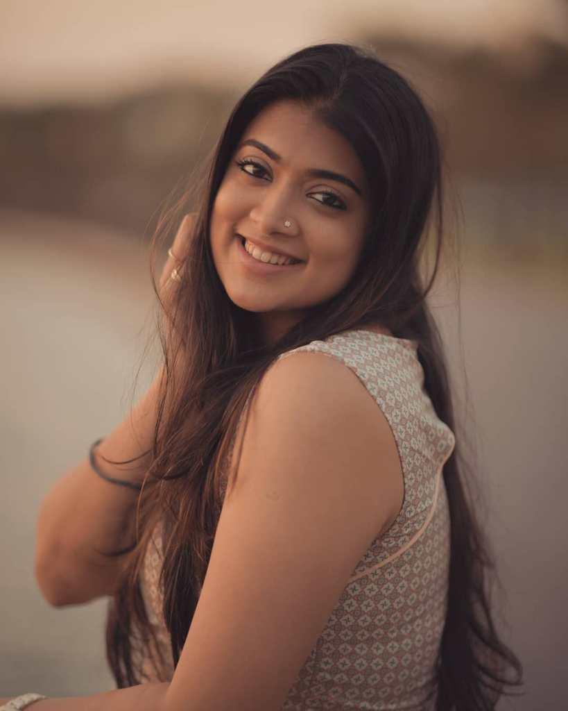 27+ Glamorous Photos of Madhuri Braganza 90