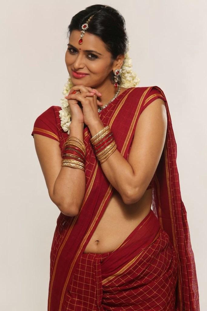 39+ Stunning Photos of Meenakshi Dixit 15