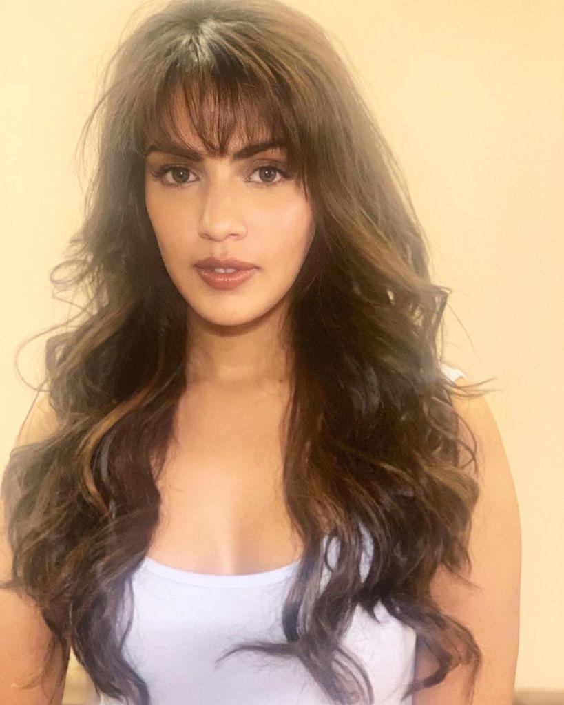 45+ Glamorous Photos of Rhea Chakraborty 14