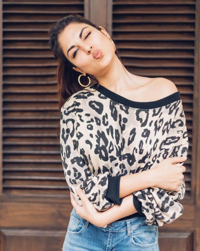 45+ Glamorous Photos of Rhea Chakraborty 5
