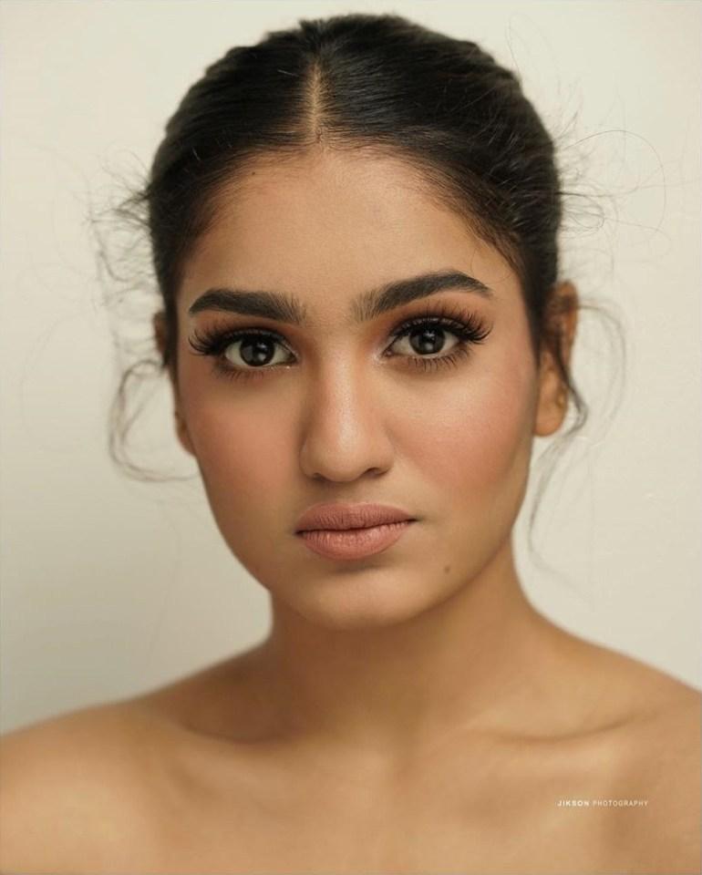 Saniya Iyappan Wiki, Age, Boyfriend, Movies, Family, Biography & beautiful Photos 7