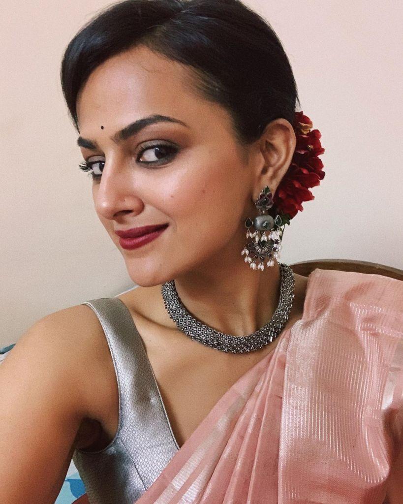 45+ Glamorous Photos of Shraddha Srinath 26