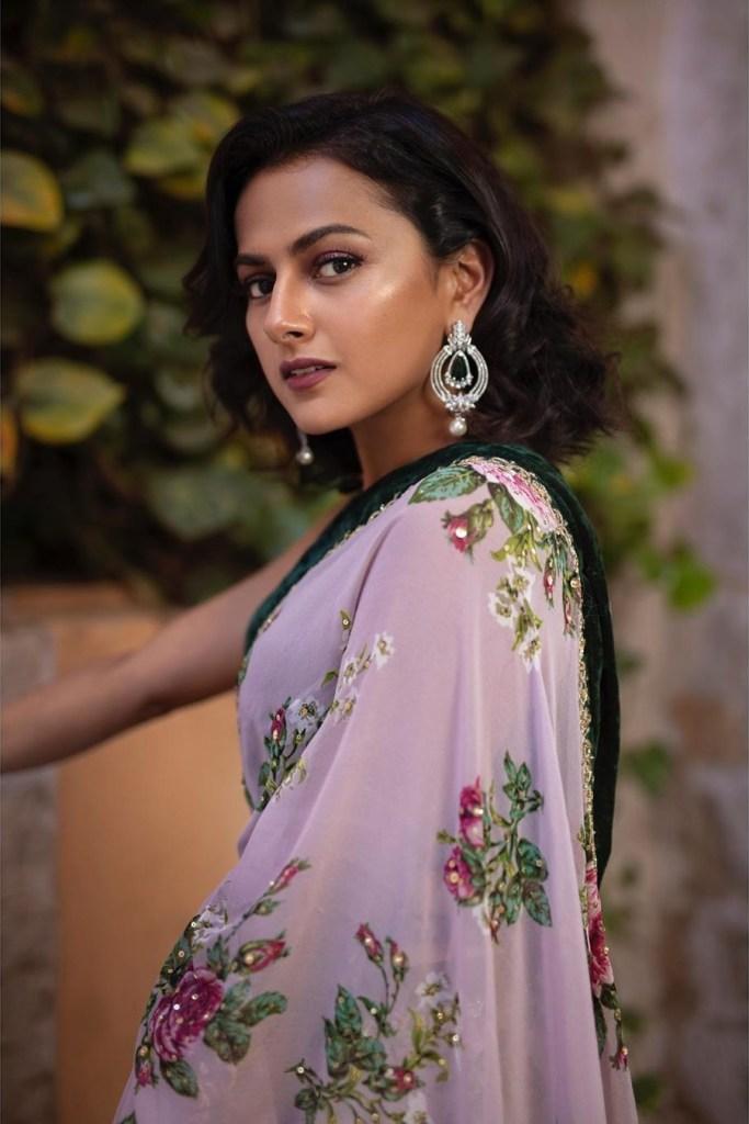 45+ Glamorous Photos of Shraddha Srinath 29