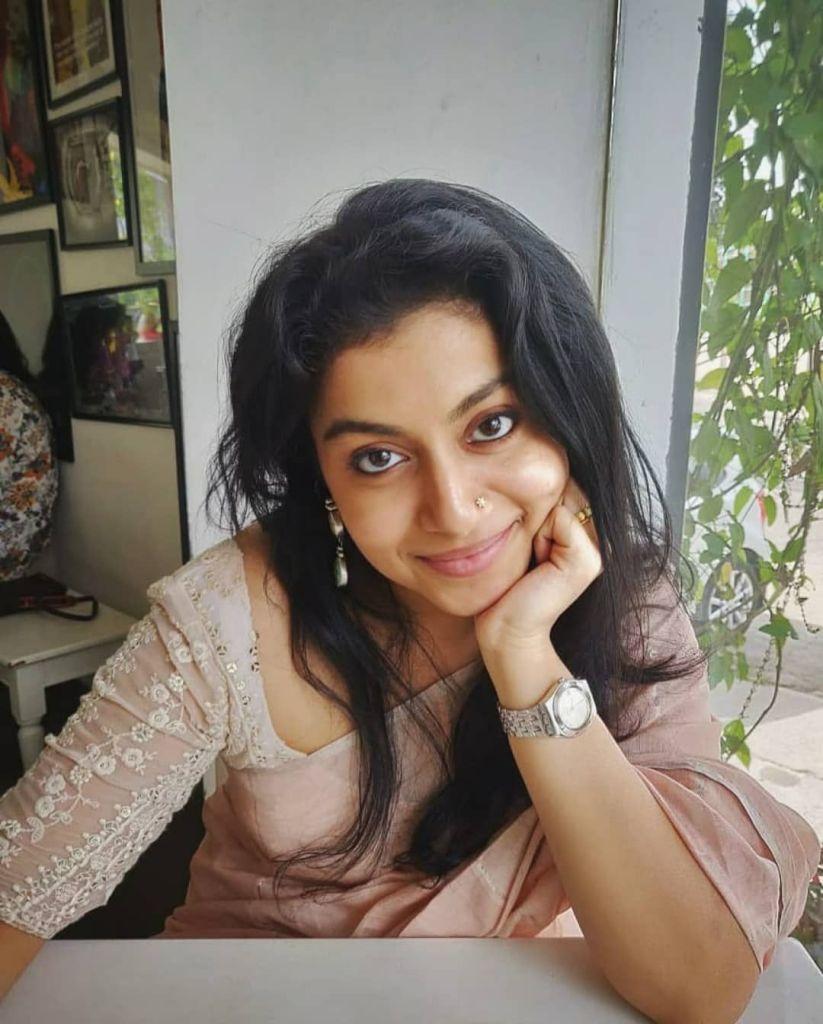 21+ Beautiful Photos of Shruthi Ramachandran 3
