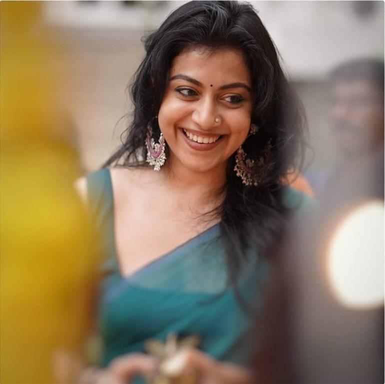 21+ Beautiful Photos of Shruthi Ramachandran 102