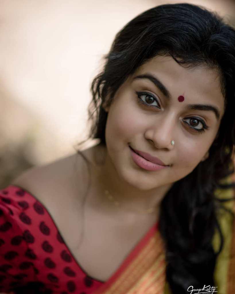 21+ Beautiful Photos of Shruthi Ramachandran 4