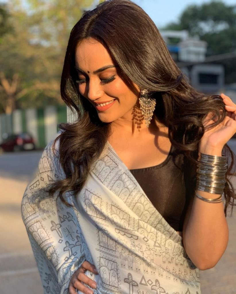 35+ Charming Photos of Surbhi Jyoti 14