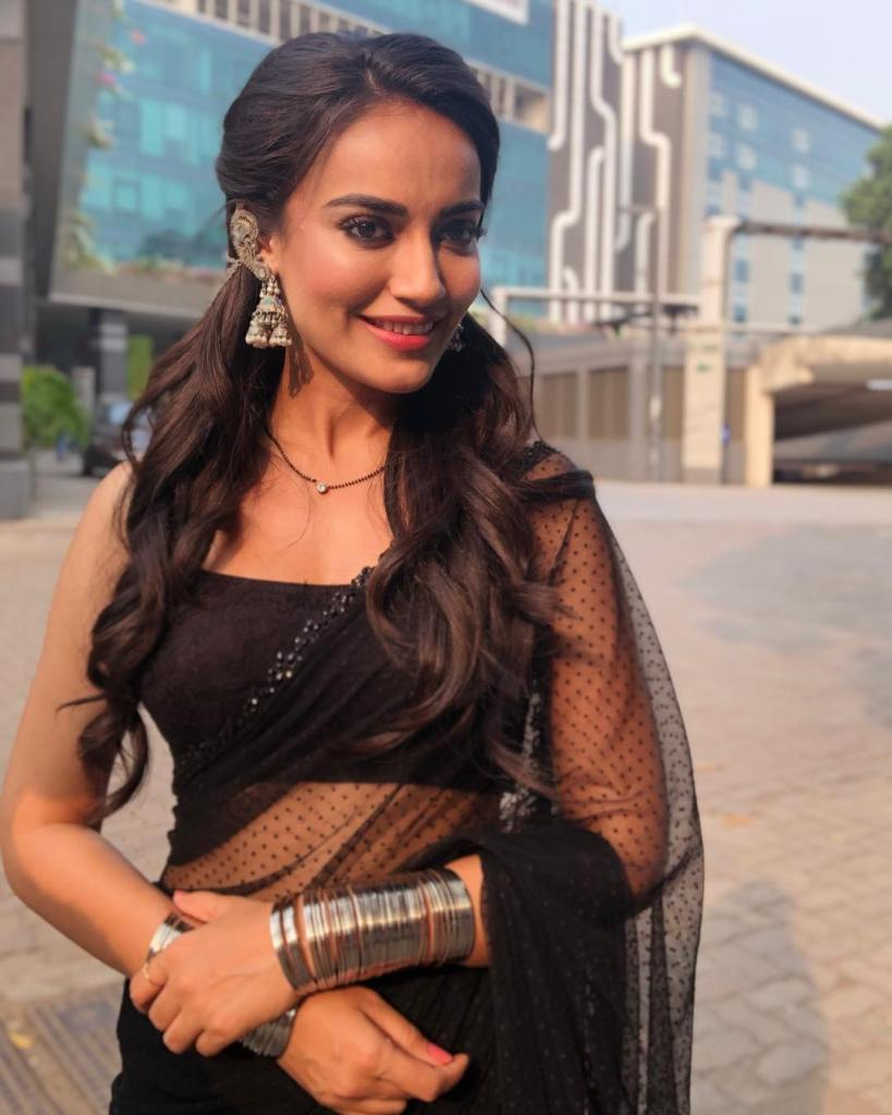 35+ Charming Photos of Surbhi Jyoti 18