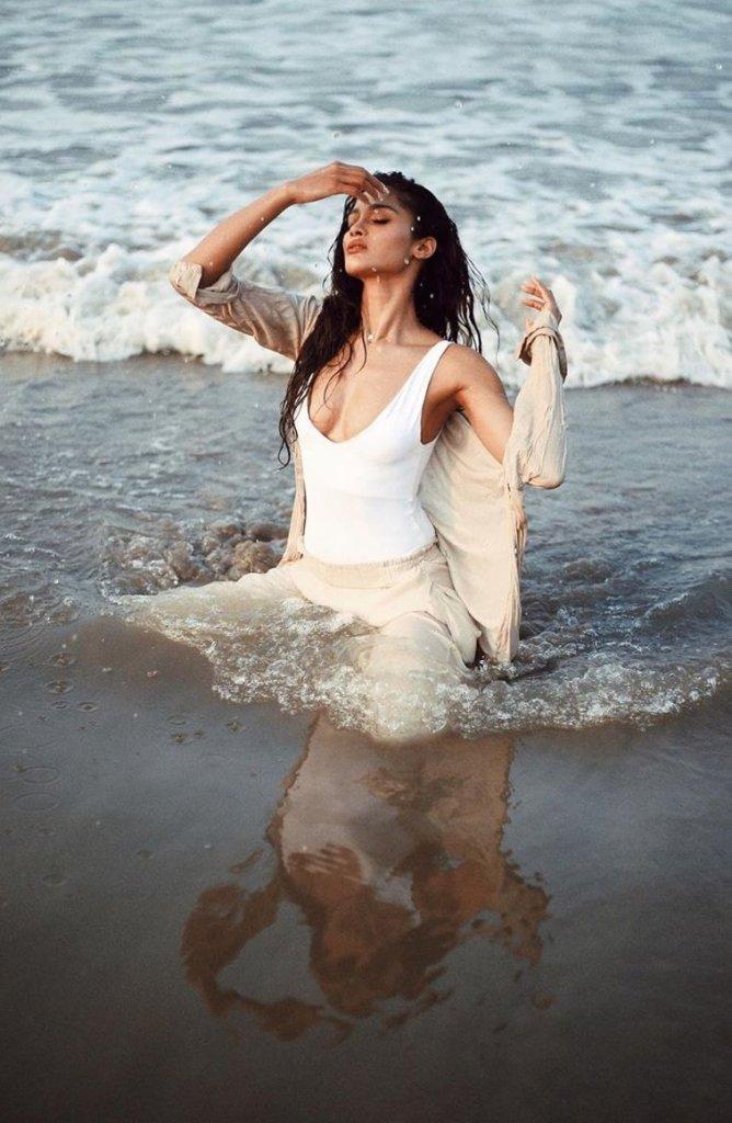 17+ Glamorous Photos of Sushrii Shreya Mishra 13