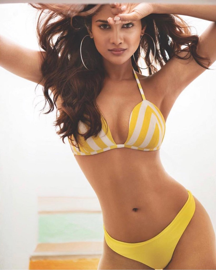 17+ Glamorous Photos of Sushrii Shreya Mishra 17