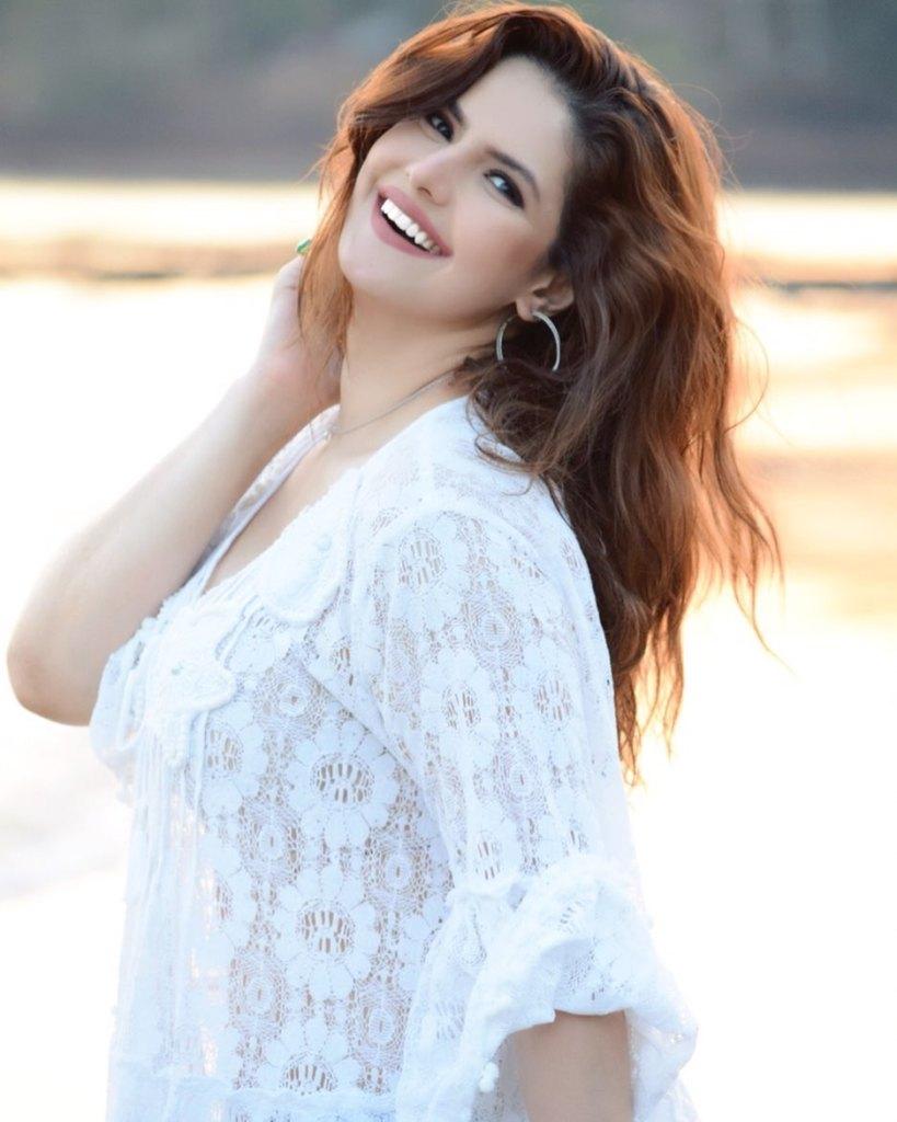 45+ Stunning Photos of Zareen Khan 31