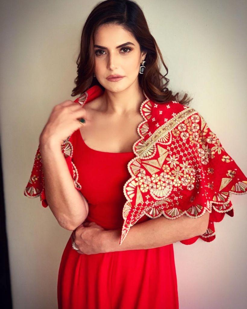 45+ Stunning Photos of Zareen Khan 9