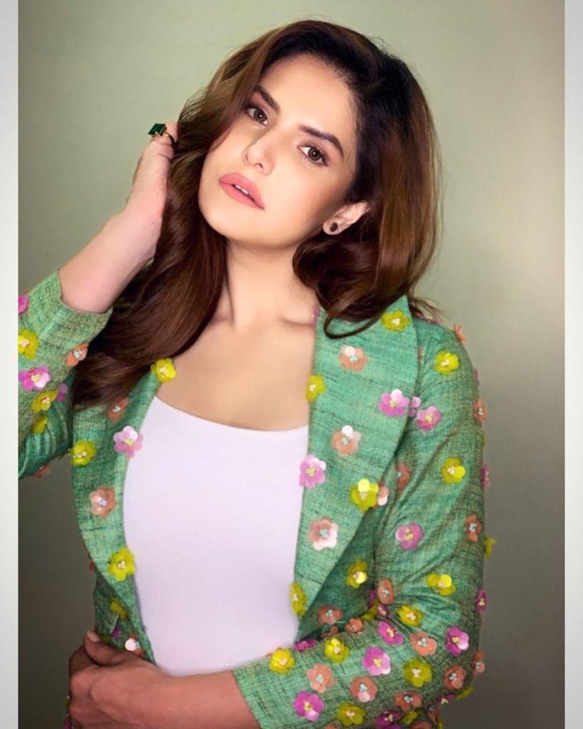 45+ Stunning Photos of Zareen Khan 11