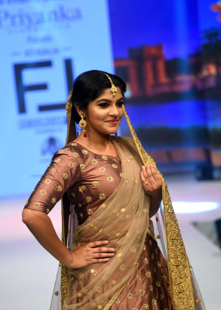 53+ Gorgeous Photos of Aparna Balamurali 124
