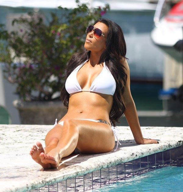 45+ Glamorous Photos of Kim Kardashian 104