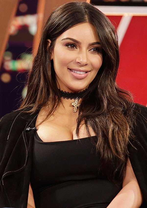 45+ Glamorous Photos of Kim Kardashian 29
