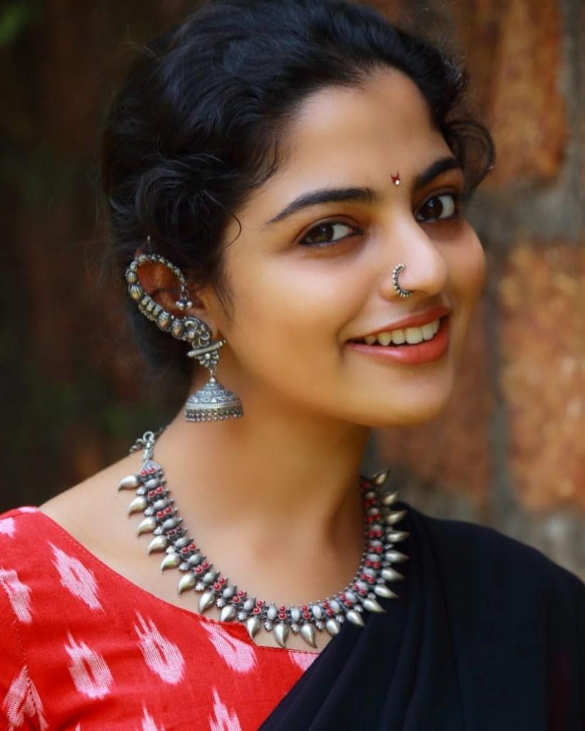 48+ Gorgeous Photos of Nikhila Vimal 2