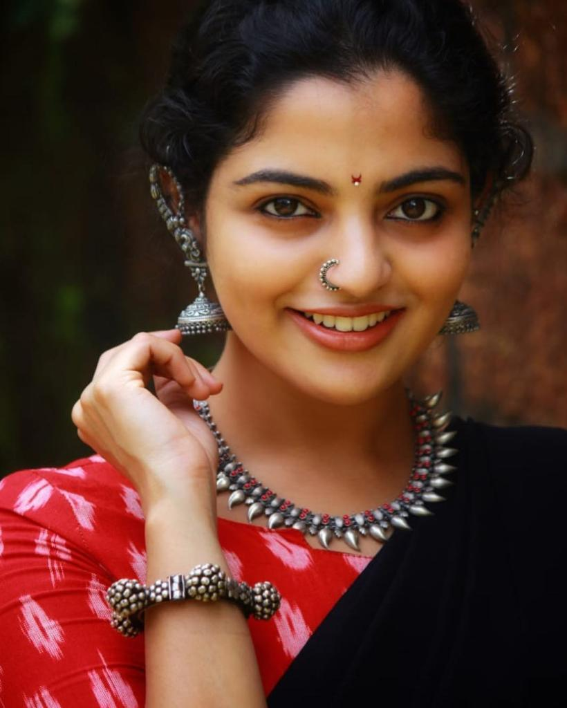 48+ Gorgeous Photos of Nikhila Vimal 87