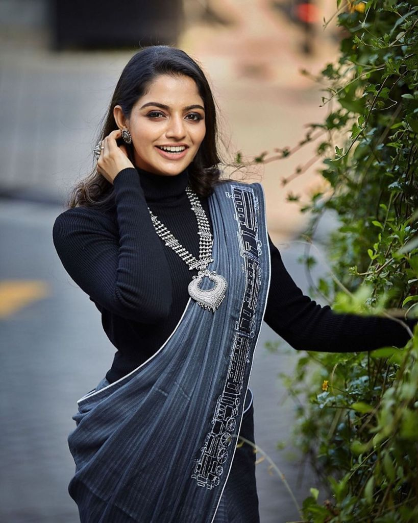48+ Gorgeous Photos of Nikhila Vimal 119