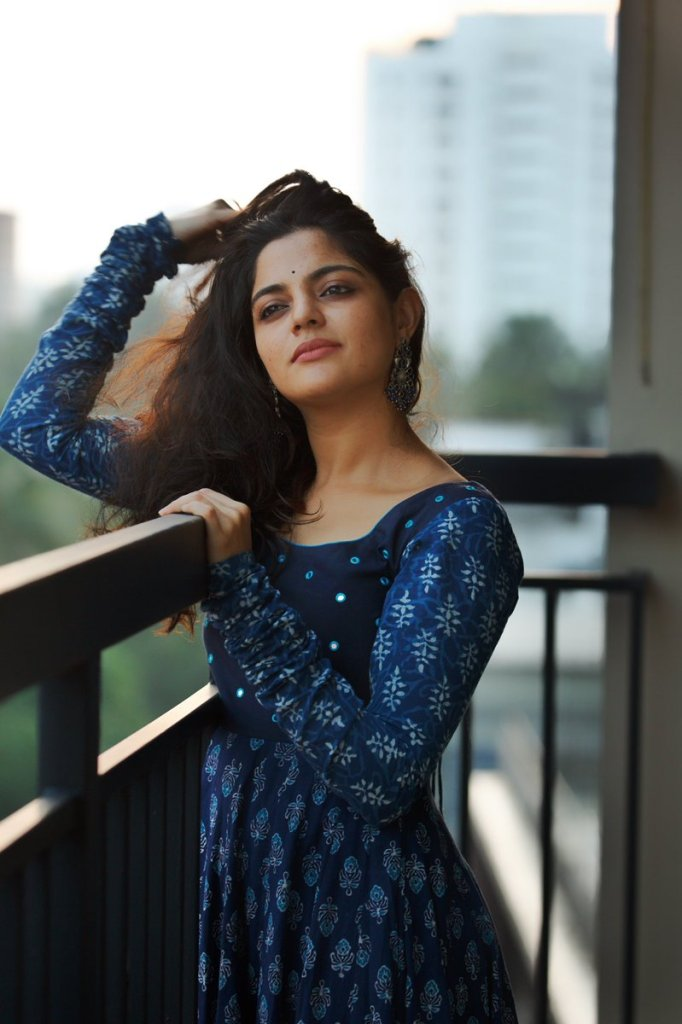48+ Gorgeous Photos of Nikhila Vimal 129