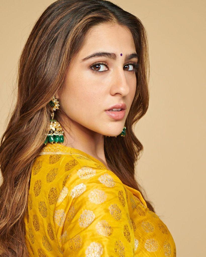 30+ Glamorous Photos of Sara Ali Khan 91