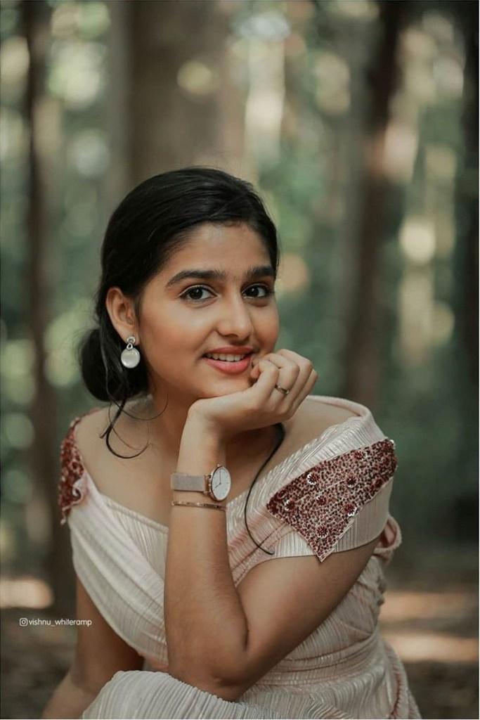 18+ Cute Photos of Anaswara Rajan 11