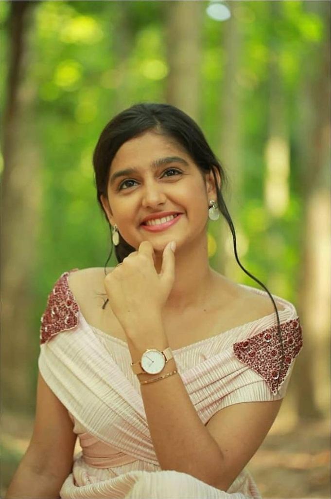 18+ Cute Photos of Anaswara Rajan 12