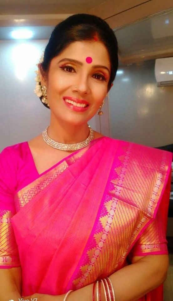 Anuradha Sriram Wiki, Age, Family, Movies, HD Photos, Biography, and More 48