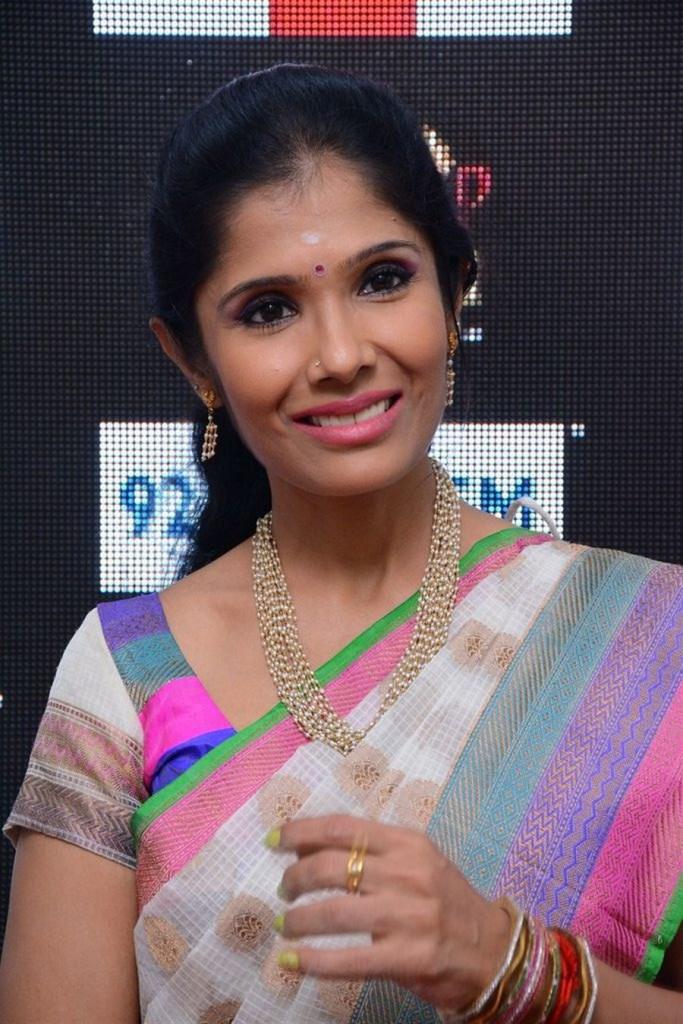 Anuradha Sriram Wiki, Age, Family, Movies, HD Photos, Biography, and More 52