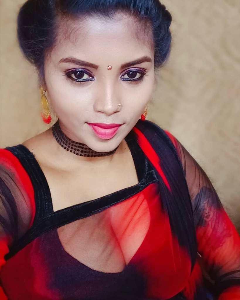 Tik Tok Star and Model Elakkiya Wiki, Age, Biography, and Glamorous Photos 3
