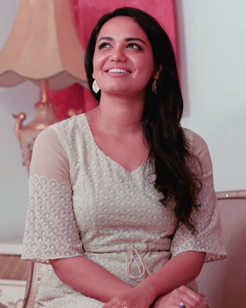 Jyotsna Radhakrishnan Wiki, Age, Family, Movies, HD Photos, Biography, and More 5